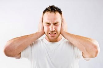 Acouphènes ou bourdonnements d'oreilles : ces sons parasites qui font souffrir